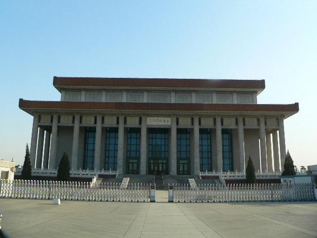 1977 жылы Пекин қаласында ашылған ҚХР көсемі Мао Цзедунның мавзолейі.