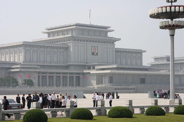 1994 жылы Пхеньянда ашылған Солтүстік Корея көсемі Ким Ир Сеннің мавзолейі.