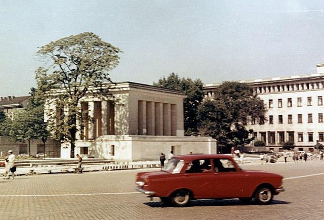 1949 жылы София қаласында ашылған Болгария КП бірінші хатшысы Георгий Димитровтың мавзолейі.