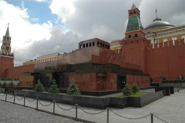1930 жылы Мәскеуде ашылған Лениннің мавзолейі.