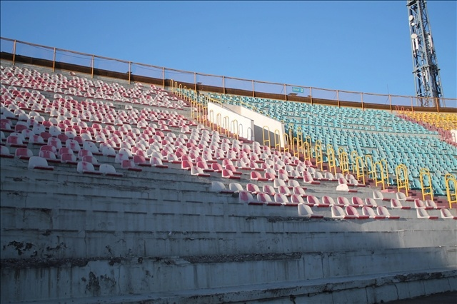 Көп жылдардан бері күрделі жөндеу көрмеген Қажымұқан атындағы орталық стадионның қазіргі халі мүшкіл