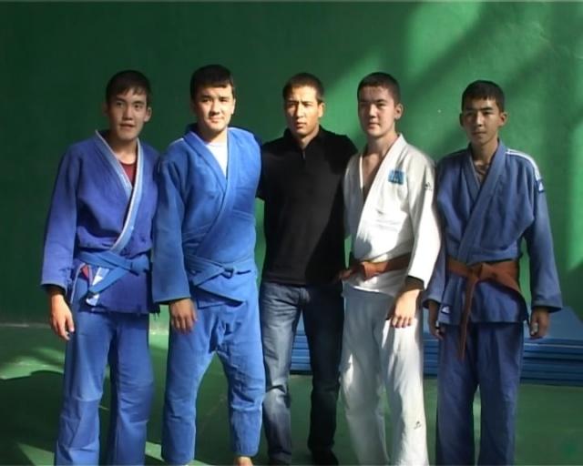 Азамат Мұқанов шымкенттік ізбасарларымен бірге