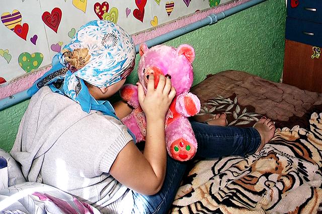 14 жасар қыз ешкімді көргісі келмейтіні, мектепке барғысы келмейтінін айтады