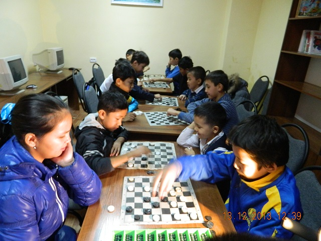шахмат үйірмесі тез ойлануды үйретеді