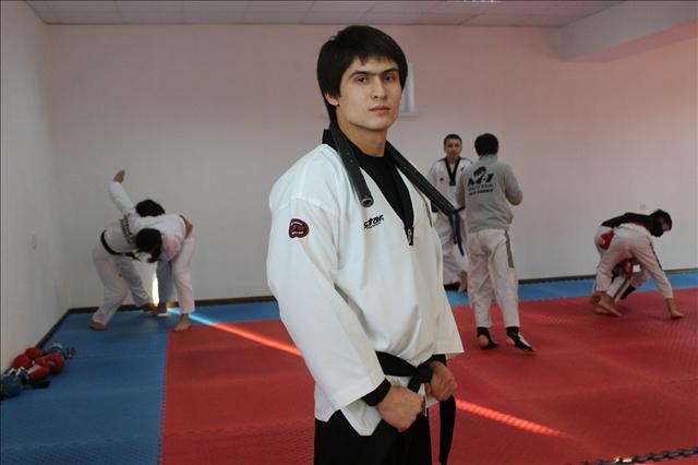 Бекзат Жалалов - бапкер, халықаралық дәрежедегі спорт шебері. Желтоқсан ойында Азия чемпионатына қатыспақ.