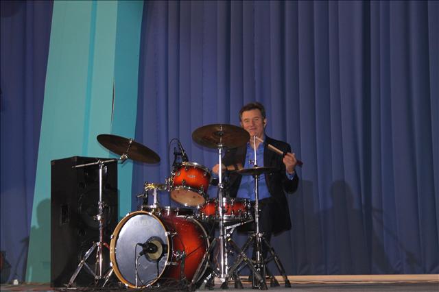 Досмұқасан ансамбілінің барабаншысы