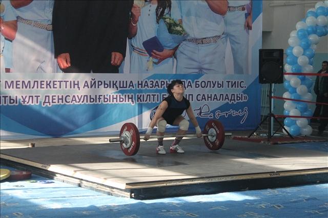 Мадина Ташкенбаева жастар арасында №1 ауыратлетші саналады