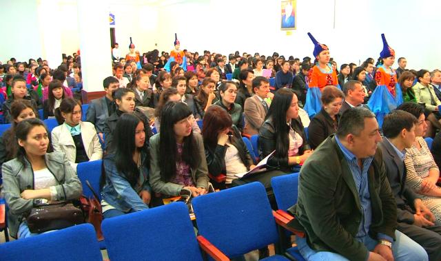 Кеңеске 100-ден астам студент қатысты