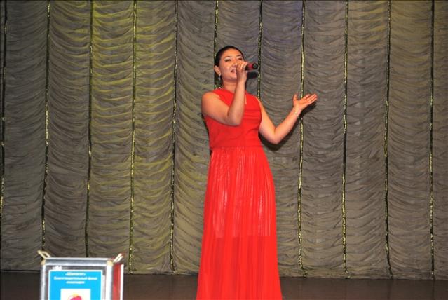 Концерттік шараны жас әнші Гүлхая Жуашбаева әсем әнімен бастады