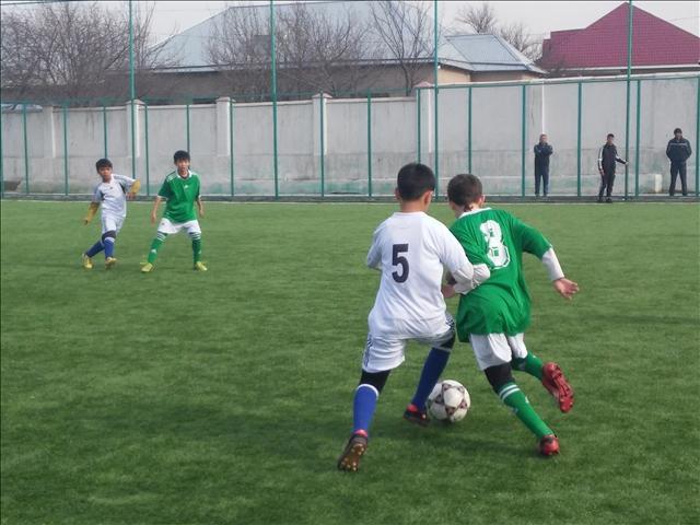 12 жастағы футболшылар бес күн бойында ала допты қуалады