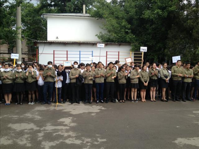 Шараға 1800 астам оқушысы бар білім ұясының 1- кезеңдегі 700 астамы қатысты.