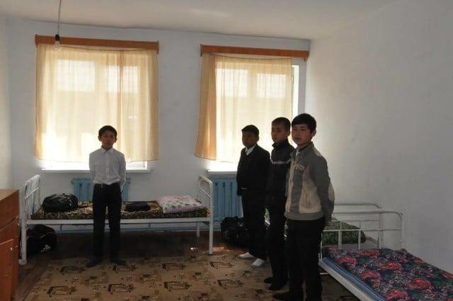 Отырар ауданының әкімі мектеп асханасынан тамақтанды