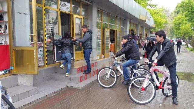 Әкімдік қызметкерлері велосипедпен рейдке шықты