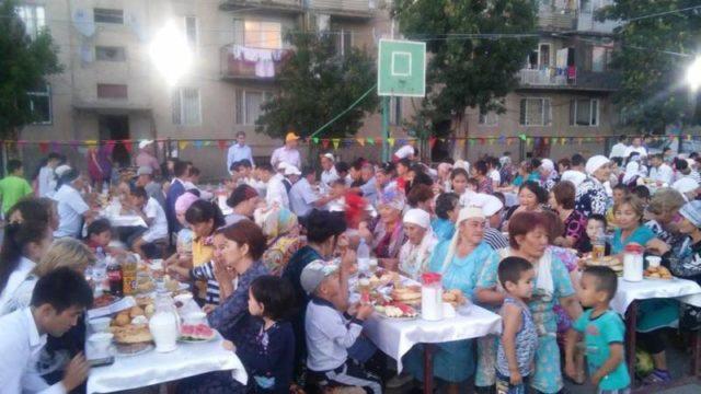 Түркістан әкімі халыққа ауызашар берді