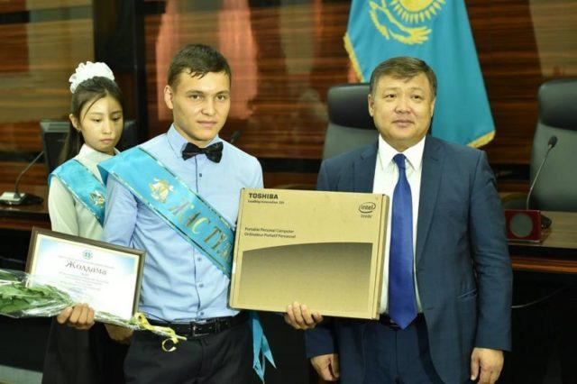 ОҚО-да 84 түлек облыс әкімінің грантына ие болды