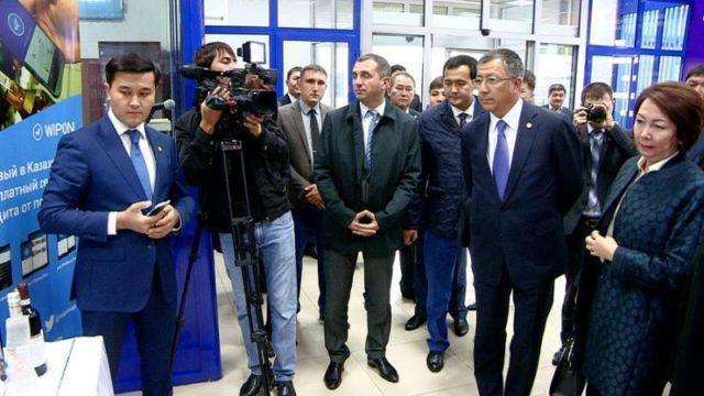 """Мәжіліс депутаттары """"Шымкент"""" кедендік рәсімдеу орталығында болды"""
