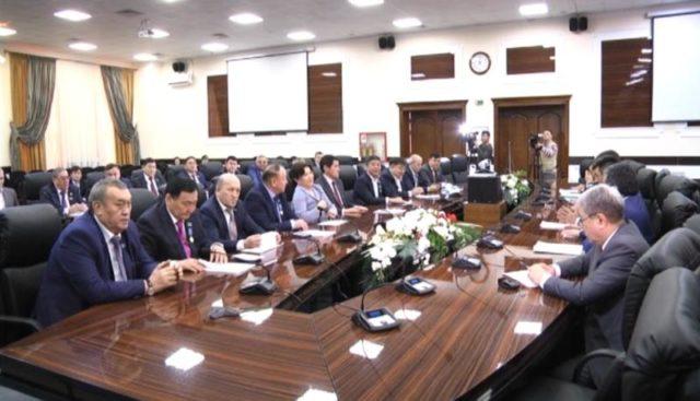 Облыстық мәслихаттың депутаттары бюджетті талқылады