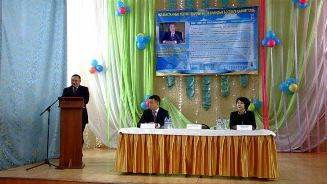 Зауытбек Тұрысбеков Президент жолдауын шымкенттік оқушыларға түсіндірді