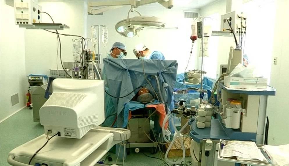 Шымкенттің кардиохиругттары жүрекке бір сәтте екі ота жасады