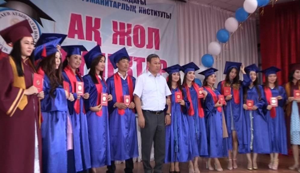 Оңтүстік Қазақстан гуманитарлық институтының түлектері диплом алды
