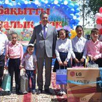 ОҚО әкімі Елбасының атынан балалар үйінің тәрбиеленушілеріне сыйлықтар тарту етті