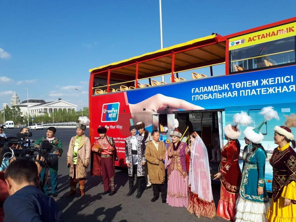 Оңтүстік өнерпаздары Астанада әннен шашу шашты