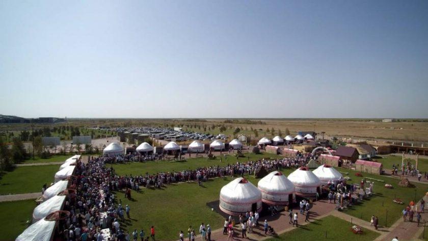 Оңтүстік өкілдері Астанада дастархан жайды