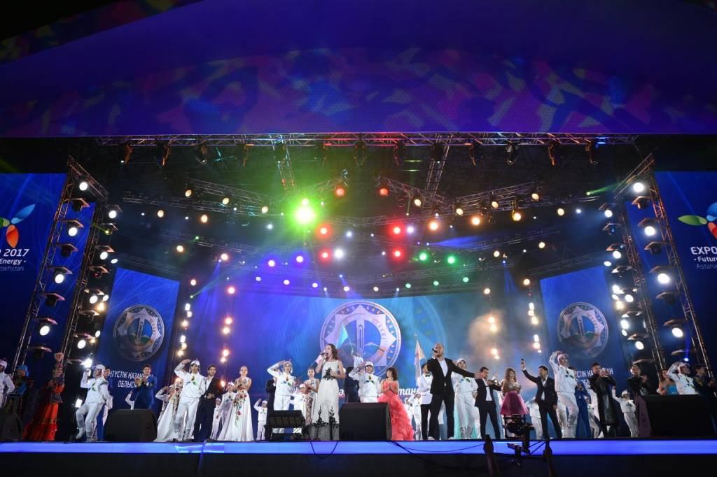 Оңтүстік өнерпаздары Астана төрінде ән шырқады