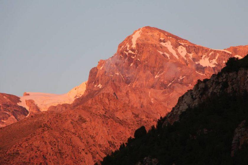 Сайрам шыңы, 4238 метр