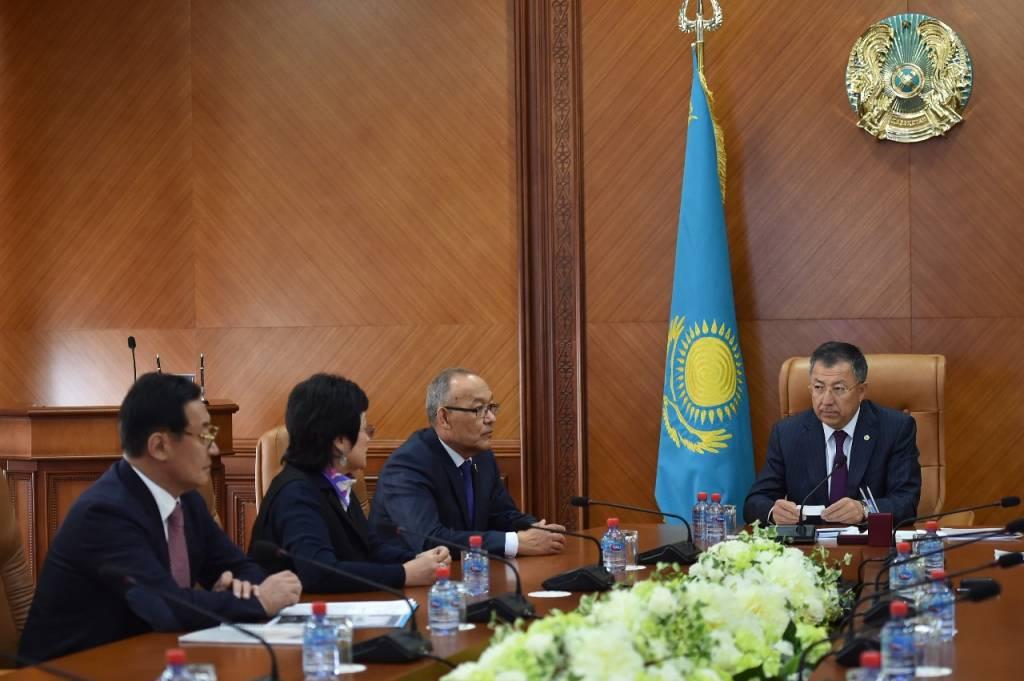 ОҚО әкімі «Severance-KZ» халықаралық медициналық қоры президентімен кездесті